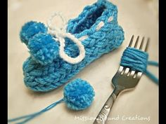 How to make Pom Poms with a Fork (and yarn)