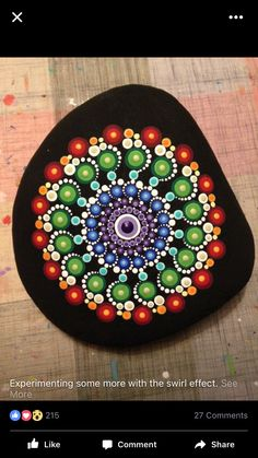 Good idea to paint the black around the edges Rock Painting Patterns, Dot Art Painting, Rock Painting Designs, Mandala Painting, Pebble Painting, Pebble Art, Mandala Art, Stone Painting, Mandala Painted Rocks