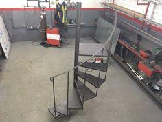 Curso de Portão Basculante - Ponto de Giro e Braço - YouTube Wrought Iron, Ladder, Youtube, 1, Piano, Design, Metal Doors, Iron Gates, Snails