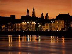Maastricht al anochecer