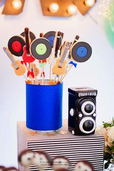 Frescurinhas Personalizados                                                                                                                                                      Mais Music Theme Birthday, Rockstar Birthday, Music Themed Parties, Music Party, Music Centerpieces, Birthday Party Centerpieces, Diy Party Decorations, Party Themes, Second Birthday Ideas
