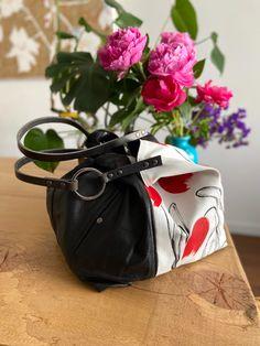 TEKOA 731 borsa in jeans dipinti e pelle recuperata Milano, Bucket Bag, Sunglasses Case, Take That, Pouch Bag, Bag