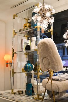 We love this Jonathan Adler shelf made with Lucite Lux®. Spotted by @Cozy•Stylish•Chic in his NYC showroom.