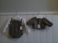 Este modelo  es para 0-3 meses realizado en lana .