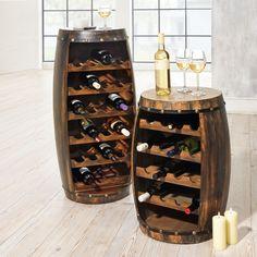 Das Flaschenregal WEINFASS bietet Ihnen eine besonders ausgefallene Form der Weinpräsentation. Das größere Fass kann auch optimal als Stehtisch dienen.