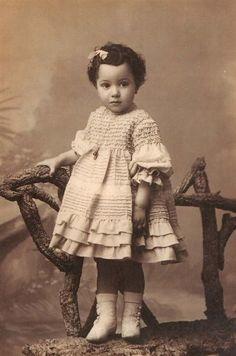 Vintage photo of little girl Vintage Children Photos, Children Images, Vintage Pictures, Old Pictures, Vintage Images, Old Photos, Vintage Abbildungen, Photo Vintage, Vintage Beauty