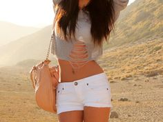 destroyed cropped shirt with white shorts, perfect for the beach