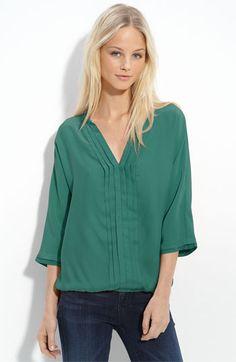 Jade Bellatrix pleated silk blouse. Sett på True Detective.