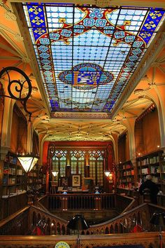 Discover Livraria Lello in Porto, Portugal: One of the most beautiful bookstores in the world hides a neo-Gothic interior behind an art nouveau facade. Art Nouveau Interior, Gothic Interior, Interior Design, Livraria Lello Porto, Beautiful Library, Famous Castles, Library Books, Library Card, Reading Books