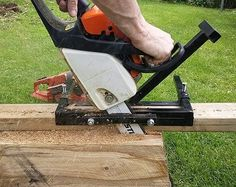 Looking for the best chainsaw for milling lumber? Don't end up with a buying decision until you read the most exclusive buying guide and product recommendations of us. Homemade Chainsaw Mill, Portable Chainsaw Mill, Lumber Mill, Wood Mill, Chainsaw Mill Plans, Best Chainsaw, Accessoires 4x4, Battery Tools, Bushcraft Skills