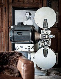 Oude filmprojector - Authentiek en zeldzaam stuk - Old film projector, authentic and rare unique piece - #WoonTheater