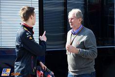 Helmut Marko, Daniil Kvyat, Formule 1-test op Circuit de Catalunya, 20 februari 2015, Formule 1