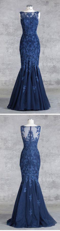 """Isabel de Mestre - Evenings Abendkleider Kollektion 2017: Langes Abendkleid """"Jazz"""" in Dunkelblau bzw. Marine mit Spitze und im Meerjungfrauenstil."""