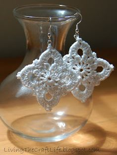 Living the Craft Life: Large Royal Earrings - Free Crochet Pattern.  Increase size to make barefoot sandal.