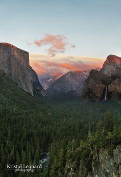 Sierra Wave over Yosemite, by Kristal Leonard via Flickr.