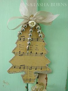 Music sheet tree ~ you can get this craft paper at Michael or AC Moore in the scrapbook department! YAY :P