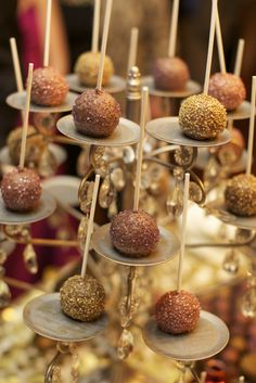 Sparkly Cake Pops Sparkly Cake, Baby Shower Winter, Cake Shop, Amazing Cakes, Wedding Planner, Ocean Cliff, Dream Wedding, Food And Drink, Sweet Tables