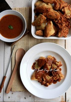 Batagor Ayam dengan Saus Kacang Indonesian Cuisine, Indonesian Recipes, Asian Recipes, Asian Foods, Snack Recipes, Snacks, Food Tasting, Yummy Cookies, Chicken Wings