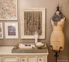 Love the use of the re-purposed frame to organise your jewels.  Cute idea.  liagriffith.com.