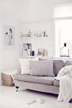 Light and bright living room. Neutrals.