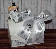 Money present for the silver wedding * Gift box with car * - geschenke - Autos Wedding Gift Boxes, Wedding Gifts, Souvenirs Ideas, You Are Invited, Diy Art, Presents, Gift Wrapping, Christmas Ornaments, Couples
