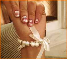 Ariana Grande Shows Off Her Beautiful Holiday Nails