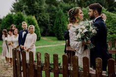 Wedding bouquets / Marzenka 💚  Fot. Kamil Błaszczyk Fotografia Outdoor Furniture, Outdoor Decor, Boho Wedding, Wedding Bouquets, Fotografia, Wedding Brooch Bouquets, Bohemian Weddings, Bridal Bouquets, Wedding Bouquet