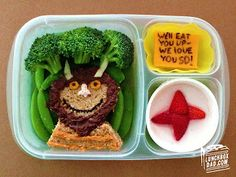 Week 31 lunch for my daughter: Where the Wild Things Are. Check out all the details on www.lunchboxdad.com. #bento #kidslunches #mauricesendak #wherethewildthingsare
