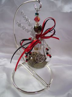 Witch's Ball / Protection I have clear x-mas balls, I'm going to try to make this!