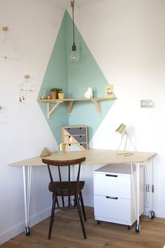 Teen girl bedrooms, decor arrangement for that totally rad styling, reference id 4499570892 Diy Room Decor, Bedroom Decor, Desk Inspiration, Teenage Room, Home Office Decor, Home Decor, Deco Furniture, Teen Girl Bedrooms, Dream Rooms