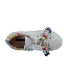 Patrizia Pepe - Sneaker Girl Bianca - Scarpa sportiva bianca con inserti colorati firmata Patrizia Pepe Girl, vero made in Italy della Collezione P/E 2017  #annameglio.com #shoponline #patriziapepe #scarpefirmate #sneaker Scarpa Sportiva, Girls Sneakers, Patrizia Pepe, Birkenstock, Sandals, Outfits, Shoes, Fashion, Sneakers For Girls
