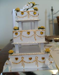 3 Tier Wedding Cake by Maxine Simpson, using a card making template from Card Carousel. 3 Tier Wedding Cakes, Card Making Templates, Wedding Crafts, Display Boxes, Carousel, Cardmaking, Decorative Boxes, Scrapbooking, Paper Crafts