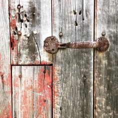 Spied some great old barns and abandoned buildings while out on our Saturday drive. This old barn was mostly gray but found a little red near it's perfectly aged handle. Vintage Instagram, Old Barns, Abandoned Buildings, Little Red, Door Handles, Gray, Country, Tv, Ash