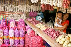 Philippines: Market day ( Palengke or Talipapa ) Shopping for the right onions....  #philippines