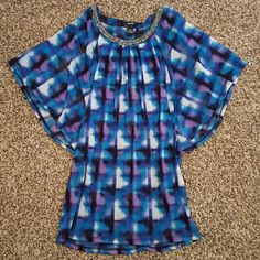 NWOT Alfani flowy blouse Beautiful blue, purple, black, and white blouse with metallic pewter accents around neckline. Flowy sleeves. In excellent condition! Alfani Tops Blouses