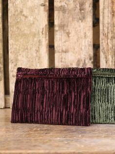 #Craftman: Tappezzeria Ravaglioli  #Pochette Plissè con interno foderato. Apertura con cerniera. #handmade #madeinitaly
