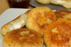 Ανεβατές τυρόπιτες από την Κρήτη - Εύκολη και οικονομική συνταγή - Γεύση  Συνταγές - Athens magazine Nutella, Pancakes, Muffin, Food And Drink, Appetizers, Cooking Recipes, Sweets, Bread, Cheese