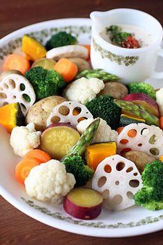 温野菜サラダ』にしてみない?ホットサラダの定番&アレンジレシピ10選 ... 梅マヨソースでいただく蒸し野菜