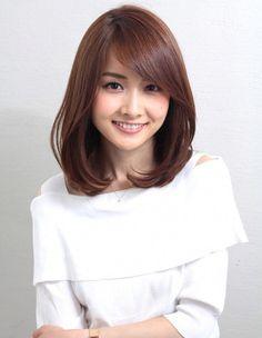 Inner volume one-curl that is popular with Ginza mama (ko - (ko - Medium Hair Cuts, Short Hair Cuts, Medium Hair Styles, Short Hair Styles, Lob Hairstyle, Hairstyles Haircuts, Japanese Hairstyle, Japanese Haircut, Corte Y Color