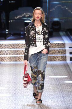 Com turma brasileira no casting, Dolce & Gabbana desfila o inverno 2018 em Milão - Vogue | Desfiles