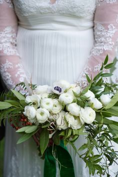 White ranunculus and anemone #weddingbouquet #bouquet