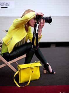 a mulher fica mais linda com uma câmera