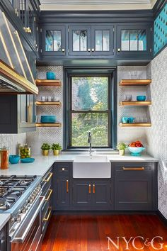 Favorite room of the week! is part of Mix And Chic Favorite Room Of The Week - This kitchen designed by Gary Ciuffo for the Brooklyn Heights Designer Showhouse looks absolutely amazing! The blueish gray cabinetry feels Diy Kitchen Remodel, Home Decor Kitchen, Interior Design Kitchen, Kitchen Furniture, New Kitchen, Home Kitchens, Kitchen Remodeling, Kitchen Ideas, Vintage Kitchen