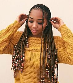 All styles of box braids to sublimate her hair afro On long box braids, everything is allowed! For fans of all kinds of buns, Afro braids in XXL bun bun work as well as the low glamorous bun Zoe Kravitz. Box Braids Hairstyles, Lemonade Braids Hairstyles, Protective Hairstyles, Long Hairstyles, Blonde Box Braids, Black Girl Braids, Braids For Black Hair, Girls Braids, Kinky Hair