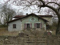 Saint Cricq-du-Gave (40), maison abandonnée de l'impasse du château by Marie-Hélène Cingal, Abandoned Property, Saint, Houses, Architecture, House Styles, Places, Decor, Abandoned Places, Abandoned Homes