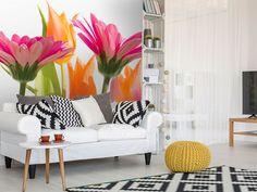 Pestré farby a kvety, z ktorých ide dobrá energia. Aj takto môže vyzerať vaša obývačka :) #fototapeta #fototapety #tapetynasteny #tapeta #kvety #peknyinterier #dimexsk