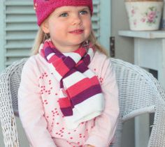 Keep your little princess warm this winter with this adorable knitted crown earwarmer.