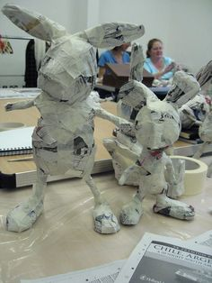 Day 1 of Julie Arkell Workshop Paper Mache Crafts For Kids, Clay Crafts, Ceramic Sculpture Figurative, Paper Mache Animals, Paper Mache Sculpture, Cat Art Print, Paper Magic, Craft Show Ideas, Art Lessons Elementary
