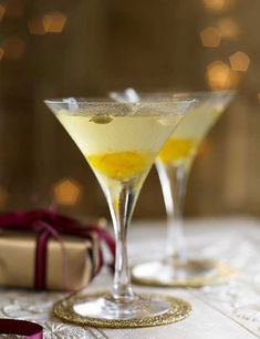 Try our vodka martini with bitter orange and cardamom. This easy martini recipe makes for a great alternative vodka drink. Quick and easy cocktail recipes Vodka Martini, Vodka Drinks, Martinis, Alcoholic Drinks, Martini Party, Vodka Recipes, Martini Recipes, Cocktail Recipes, Drink Recipes
