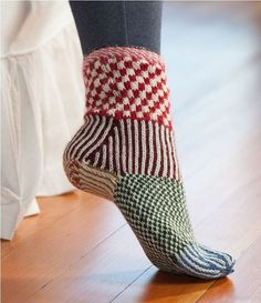Martingale – Knitting Scandinavian Slippers and Socks eBook - Knitting for Beginners Crochet Socks, Knitted Slippers, Knitting Socks, Knitting Stitches, Hand Knitting, Knit Crochet, Knit Socks, Crochet Granny, Loom Knitting